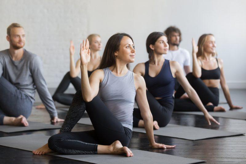 Поза йоги - Ардха Мациендрасана