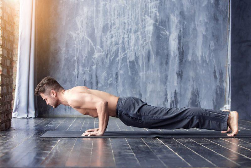 Поза йоги - чатуранга дандасана