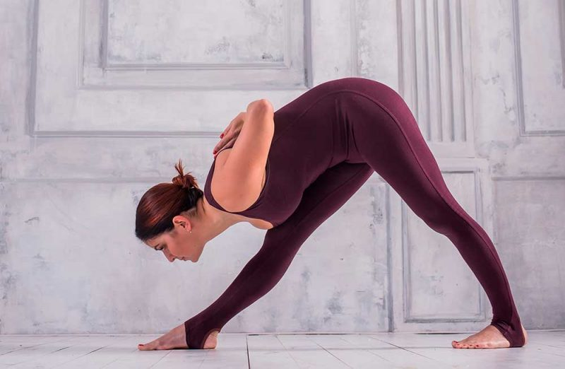 Поза йоги - Парсвоттанасана