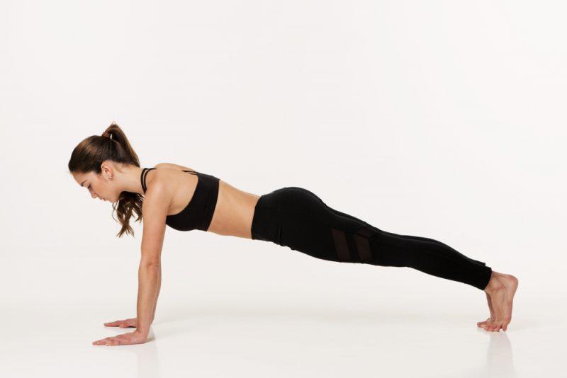Поза планки в йоге