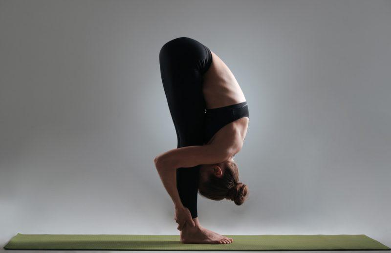 Поза Уттанасана в йоге